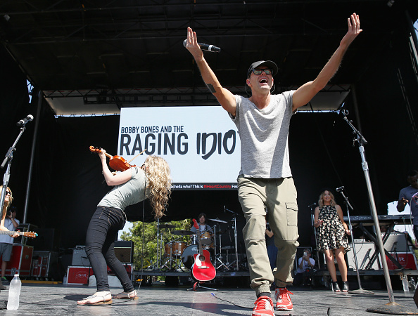 Bobby Bones and the Raging Idiots「Live at the 2016 Daytime Village At The iHeartCountry Festival  - Show」:写真・画像(1)[壁紙.com]