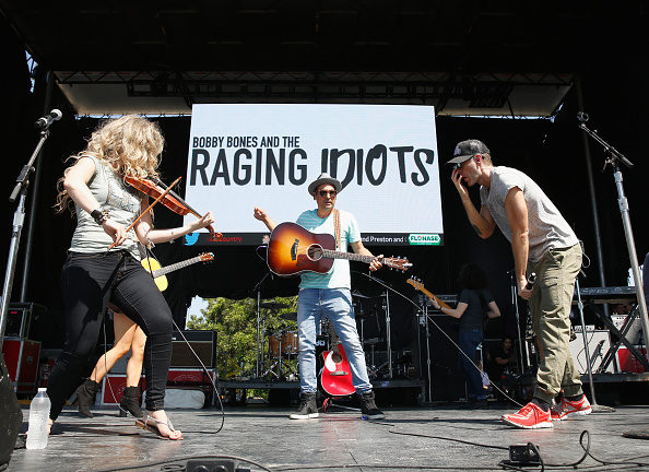 Bobby Bones and the Raging Idiots「Live at the 2016 Daytime Village At The iHeartCountry Festival  - Show」:写真・画像(13)[壁紙.com]