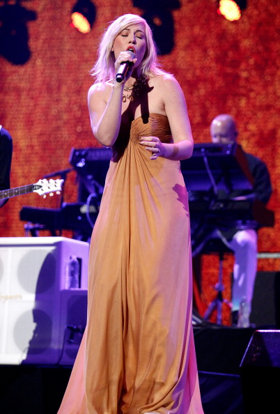 Strapless Evening Gown「iHeartRadio Music Festival - Day 2 - Show」:写真・画像(12)[壁紙.com]