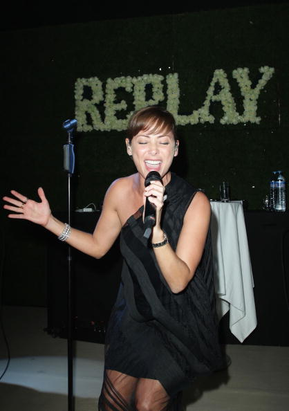 ナタリー インブルーリア「Replay Party - Inside: 63rd Cannes Film Festival」:写真・画像(15)[壁紙.com]