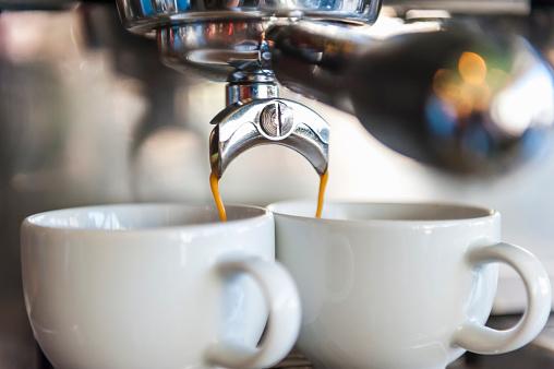 Two Objects「Coffee machine preparing two cups of coffee」:スマホ壁紙(2)