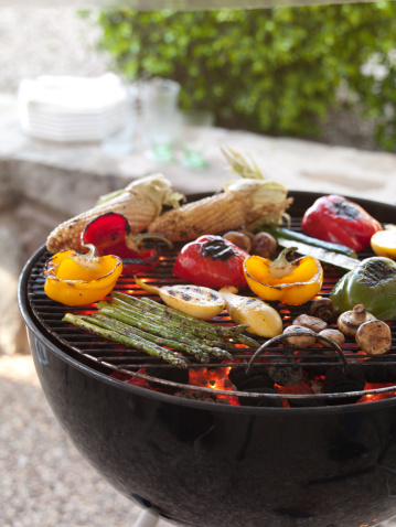 Barbecue Grill「Various grilled vegetables on a barbecue.」:スマホ壁紙(12)