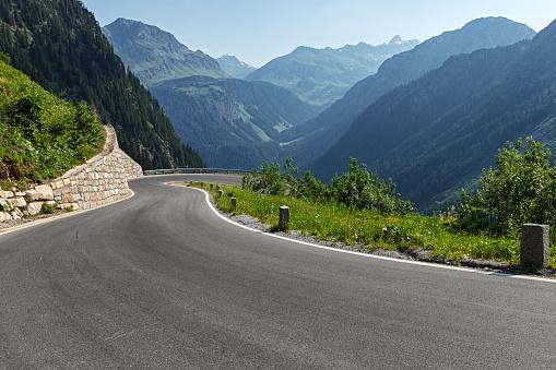 Winding Road「Morning on Silvretta-Bielerhohe High Alpine Road in Vorarlberg, Austria.」:スマホ壁紙(17)