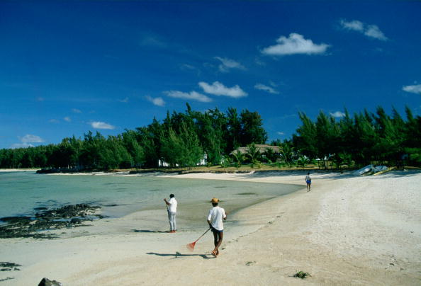 余白「Beach Cleaning in Mauritius」:写真・画像(8)[壁紙.com]