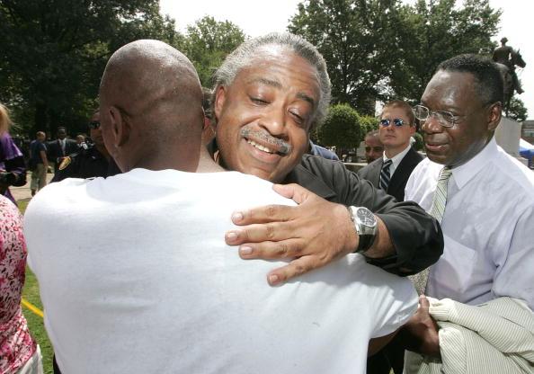 Arm Around「Civil Rights Activists Rally To Rename Confederate-Era Park」:写真・画像(5)[壁紙.com]
