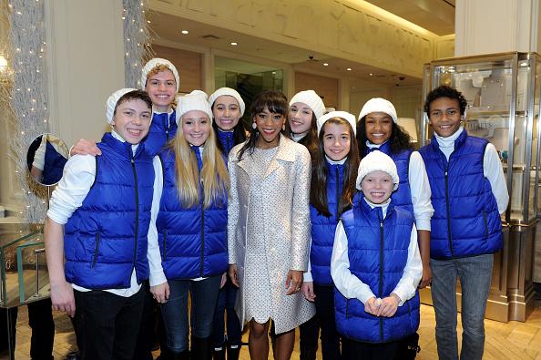 雪の結晶「Bergdorf Goodman Holiday Window Unveiling & UNICEF Snowflake Lighting Ceremony」:写真・画像(15)[壁紙.com]
