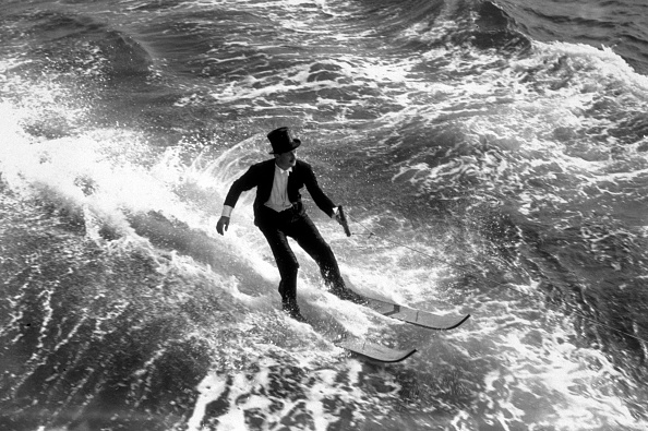 One Man Only「Water-Skiing Tails」:写真・画像(1)[壁紙.com]