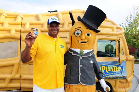 Nut - Food「Frank Thomas & Mr. Peanut Surprise Softball Team Celebrate Four New Peanut Flavors」:写真・画像(19)[壁紙.com]