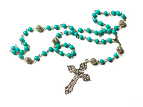 Religion「Turquoise rosary on white background」:スマホ壁紙(17)