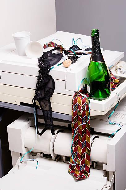 Office debauchery tableau:スマホ壁紙(壁紙.com)