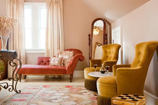 Suites「Posh sitting area of bedroom suite」:スマホ壁紙(3)