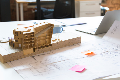 Built Structure「Desk with architectural model」:スマホ壁紙(9)