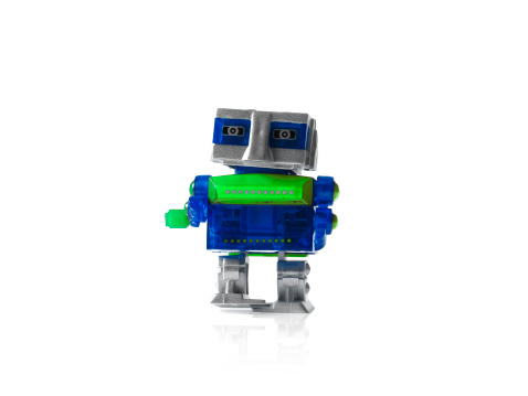 人の姿「Toy robot on white background」:スマホ壁紙(14)