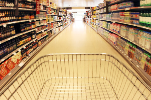 Retail「Trolley in supermarket aisle」:スマホ壁紙(4)