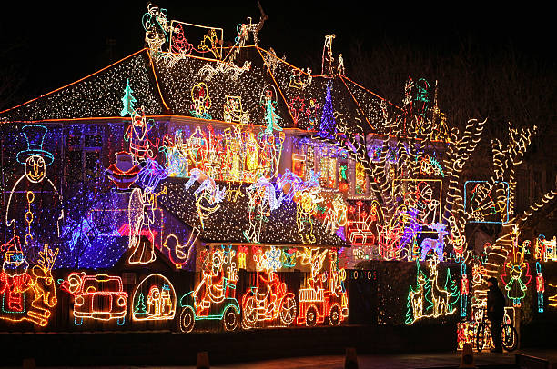 Suburbia Lights Up For Christmas:ニュース(壁紙.com)