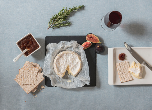 French Food「Camembert with crackers, port and chutney」:スマホ壁紙(3)