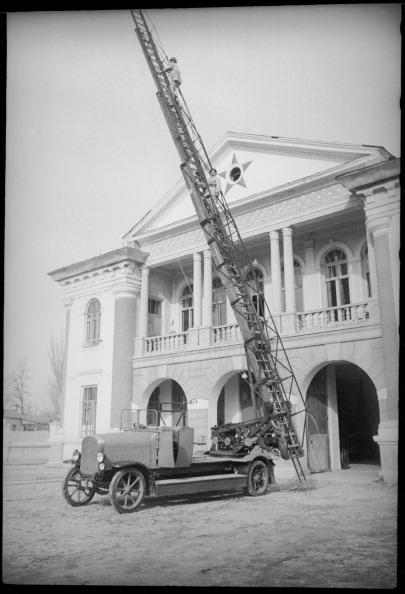 Max Penson「A Fire Ladder」:写真・画像(13)[壁紙.com]