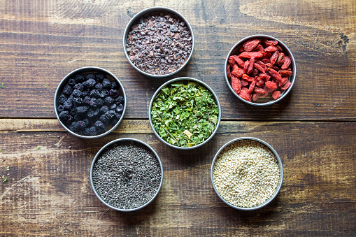 Cocoa「Bowls of chokeberries, chia, cocoa, quinoa, moringa and wolfberries」:スマホ壁紙(11)
