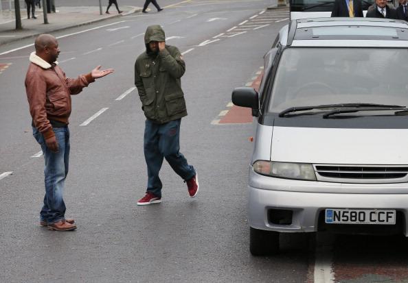 兄弟「Jurors Visit Site Of Mark Duggan Shooting In Tottenham」:写真・画像(16)[壁紙.com]