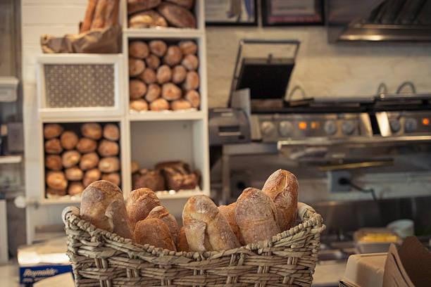 Baguettes in basket on bakery counter:スマホ壁紙(壁紙.com)