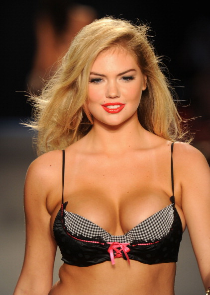 赤「Beach Bunny Swimwear - Runway - MBFW Swim 2012」:写真・画像(10)[壁紙.com]