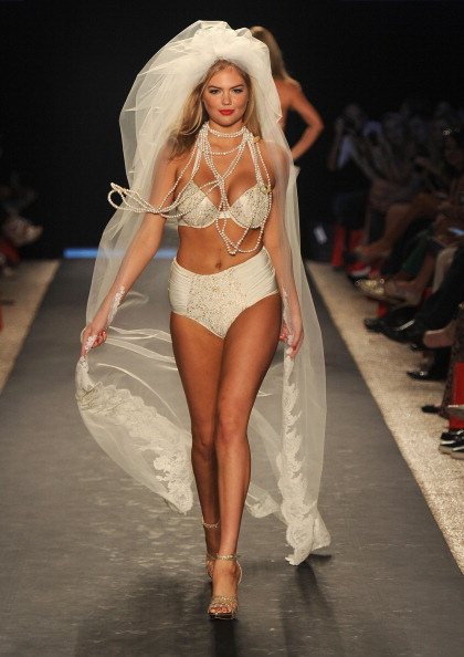 Fashion show「Mercedes-Benz Fashion Week Swim 2012 Official Coverage - Runway Day 2」:写真・画像(0)[壁紙.com]