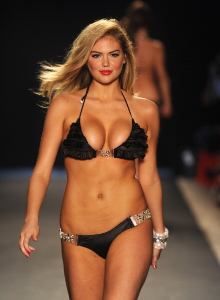 赤「Beach Bunny Swimwear - Runway - MBFW Swim 2012」:写真・画像(6)[壁紙.com]