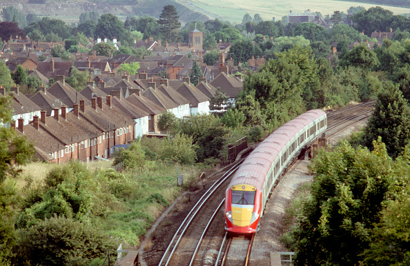 Sunny「Gatwick Express is the dedicated service between London Victoria and Gatwick Airport. The new operator ordered 8 trainsets to replace the ageing locomotive and stock」:写真・画像(6)[壁紙.com]