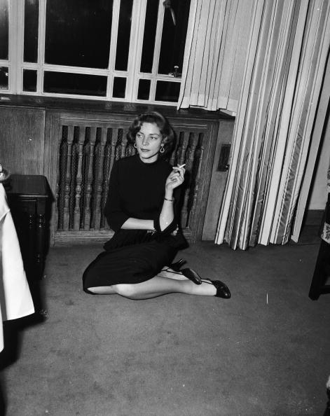 Lauren Bacall「Bacall In London」:写真・画像(9)[壁紙.com]
