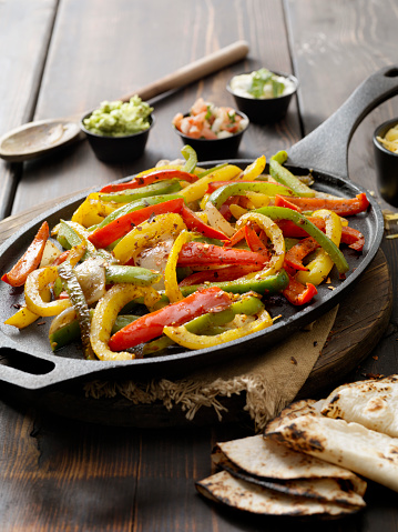 Skillet - Cooking Pan「Grilled Vegetable Fajita Platter」:スマホ壁紙(1)