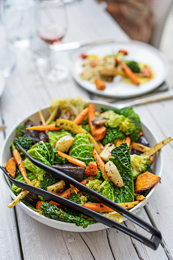 Carrot「Grilled vegetable salad in bowl on dining table」:スマホ壁紙(6)