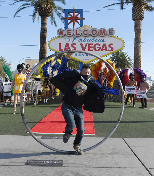 Entertainment Event「Las Vegas Entertainers Kick Off Pro-Mask Wearing Campaign With Fashion Show Amid Spike In COVID-19 Cases」:写真・画像(3)[壁紙.com]