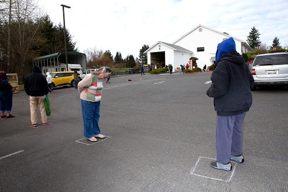 Six Feet「Washington National Guard Helps With Food Bank Distribution As Joblessness Rises」:写真・画像(15)[壁紙.com]