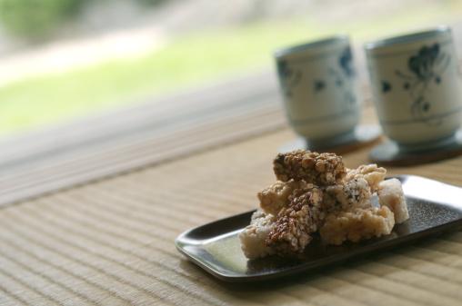 和菓子「Japanese sweets called Okoshi in a tea room」:スマホ壁紙(1)