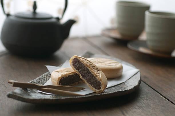 Japanese sweets called Monaka with tea set:スマホ壁紙(壁紙.com)