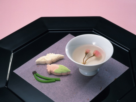 Wagashi「Japanese sweets on plates, Close Up, High Angle View」:スマホ壁紙(6)