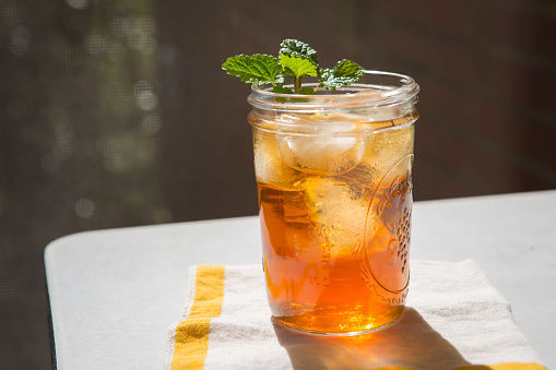 Mint Leaf - Culinary「Iced Tea and Mint in Glass Jar」:スマホ壁紙(18)
