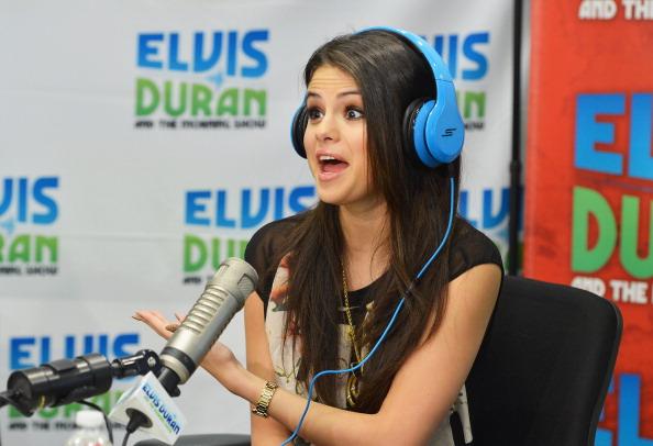 Wristwatch「Selena Gomez Visits Elvis Duran Z100 Morning Show」:写真・画像(16)[壁紙.com]