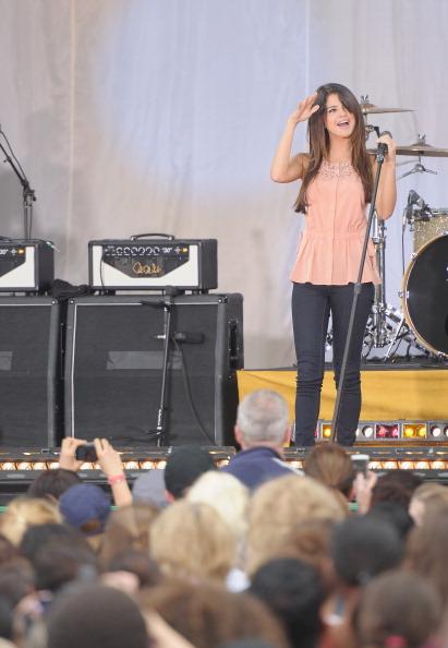 "Skinny Pants「Selena Gomez Performs On ABC's ""Good Morning America"" - June 17, 2011」:写真・画像(12)[壁紙.com]"
