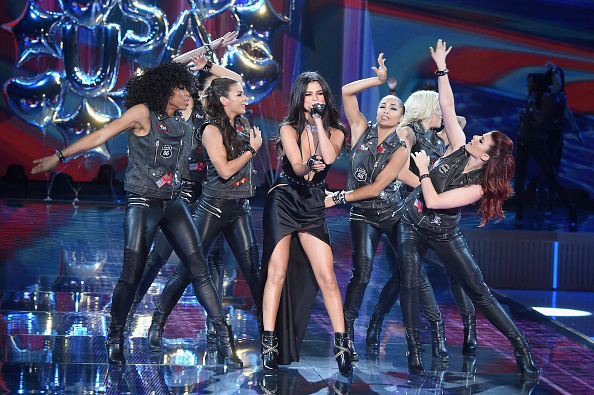 Medium Group Of People「2015 Victoria's Secret Fashion Show - Runway」:写真・画像(13)[壁紙.com]