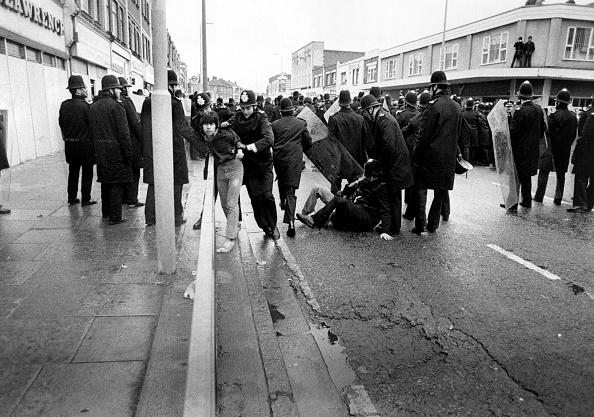 Restraining「Southall Riots」:写真・画像(7)[壁紙.com]