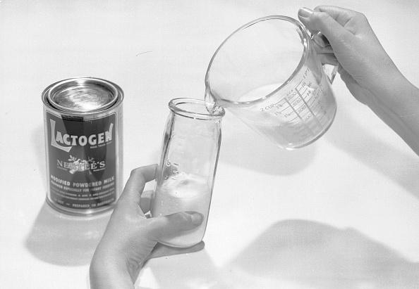 Pouring「Lactogen Baby Food」:写真・画像(1)[壁紙.com]