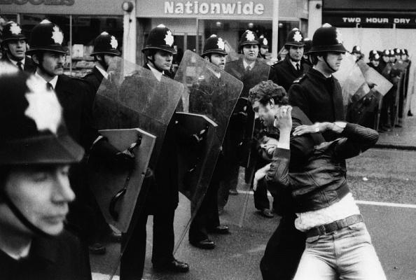 Restraining「Police Shield」:写真・画像(3)[壁紙.com]