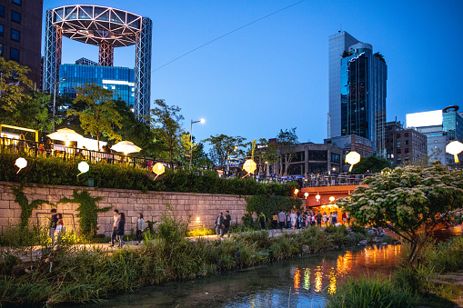 Chinese Lantern「Cheonggyecheon Stream in downtown Seoul」:スマホ壁紙(19)