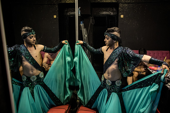 Clubbing「Istanbul's Male Belly Dancers Fuse Ottoman Tradition With Today's LGBT Scene」:写真・画像(12)[壁紙.com]