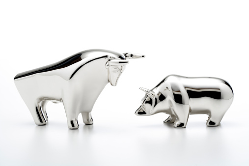 Red Bull「Bull and bear figurines, close-up」:スマホ壁紙(0)