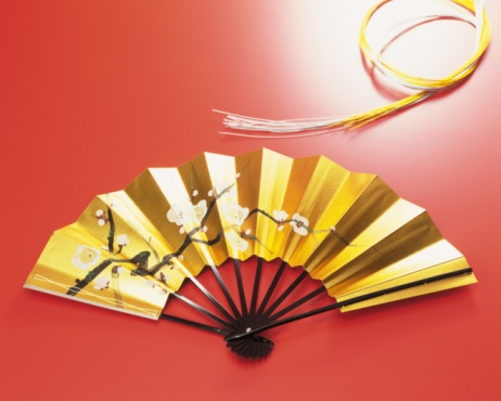 Gold Colored「A Japanese fan and ornaments, Close Up」:スマホ壁紙(6)