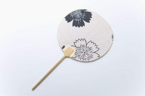 うちわ「Japanese fan, high angle view, white background」:スマホ壁紙(1)