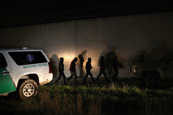 McAllen - Texas「US Border Agents Pursue Undocumented Immigrants And Smugglers In Texas' Rio Grande Valley」:写真・画像(9)[壁紙.com]