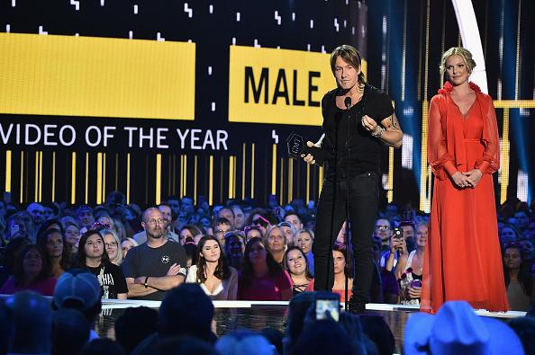 Katherine Heigl「2017 CMT Music Awards - Show」:写真・画像(12)[壁紙.com]
